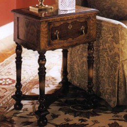 Walnut william & mary table d'appoint